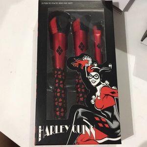 Harley Quinn face brushes